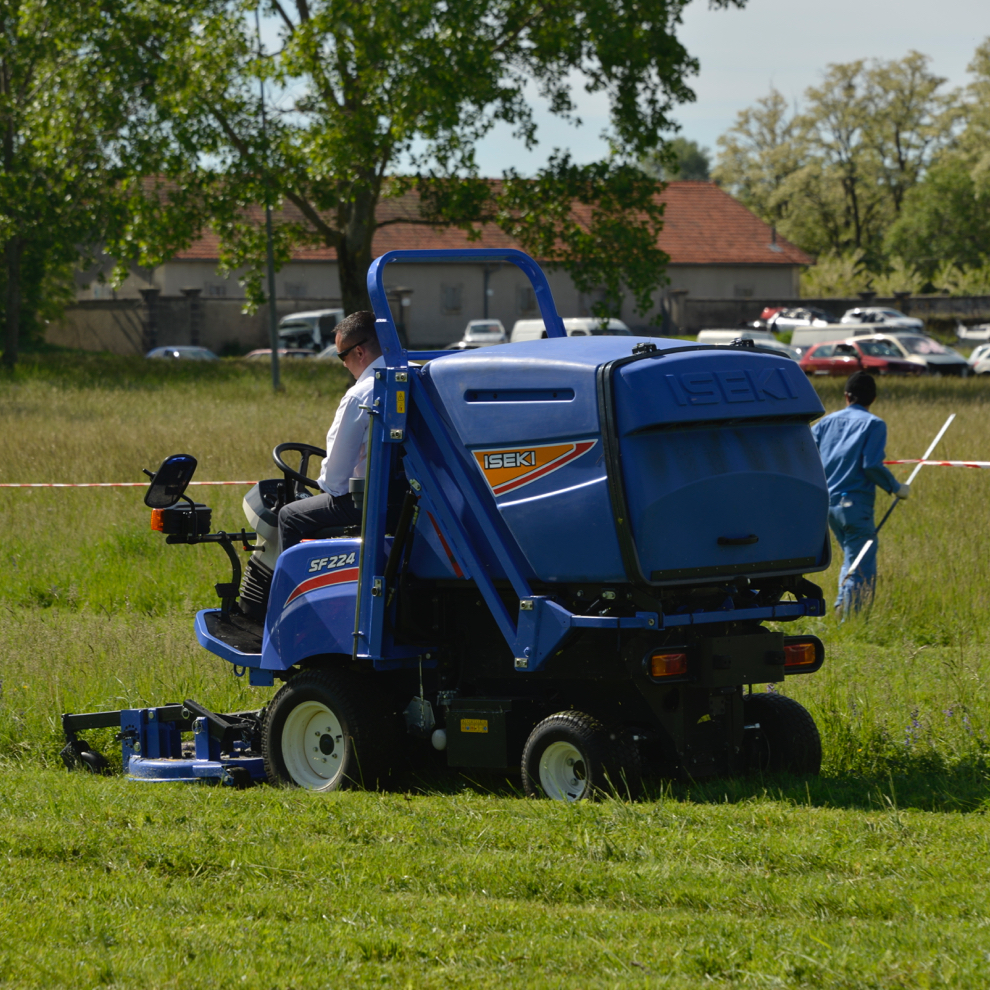 Iseki SF224 Out-Front Rotary Mower-Collector