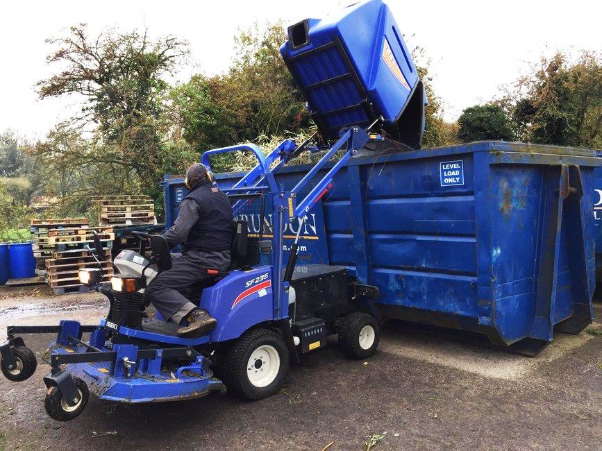 iseki-cosgrove-park-sf235-tipping-trailer